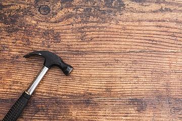 Hammer gegen Kopfweh